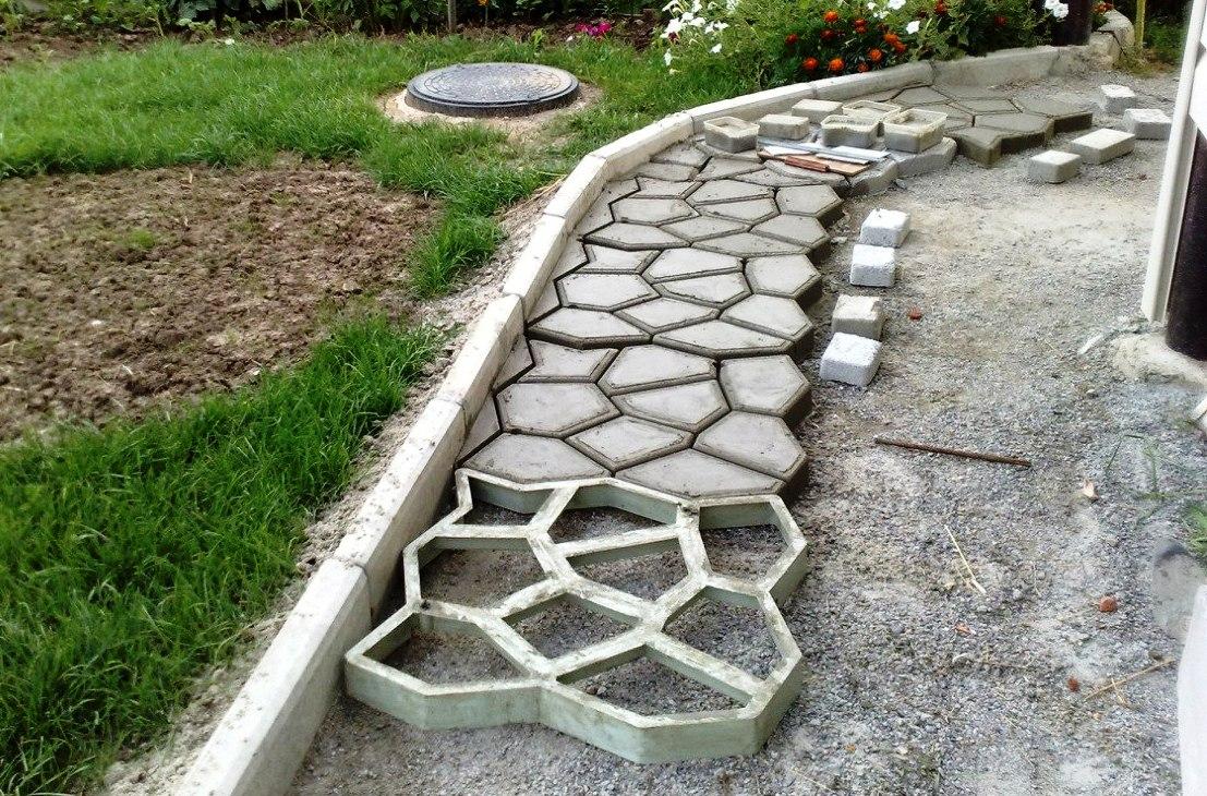 Садовые дорожки сделанные с помощью формы