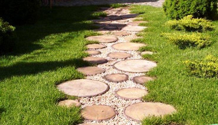 Садовые дорожки сделанные из древесных спилов